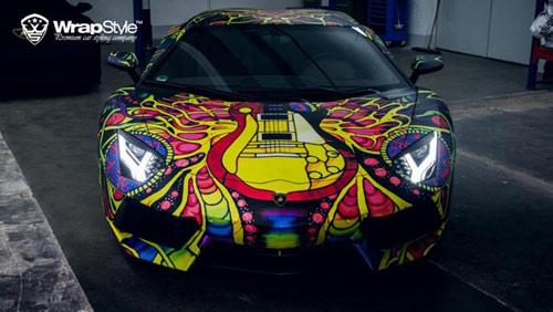 Lamborghini Aventador phủ màu độc, gây ảo giác - 2