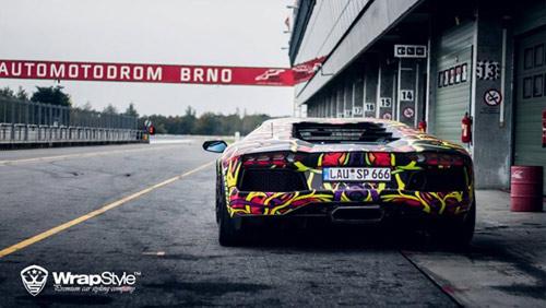 Lamborghini Aventador phủ màu độc, gây ảo giác - 3
