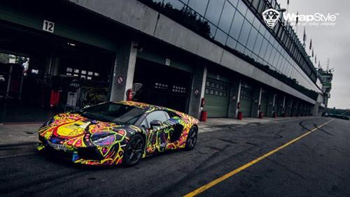 Lamborghini Aventador phủ màu độc, gây ảo giác - 4