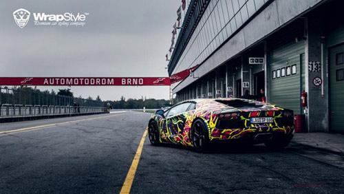 Lamborghini Aventador phủ màu độc, gây ảo giác - 5