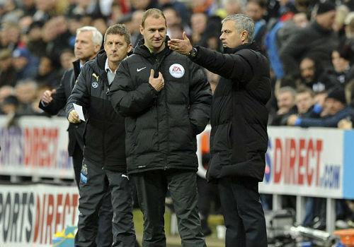 Chelsea thua trận, Mourinho đổ lỗi cho…nhân viên nhặt bóng - 2