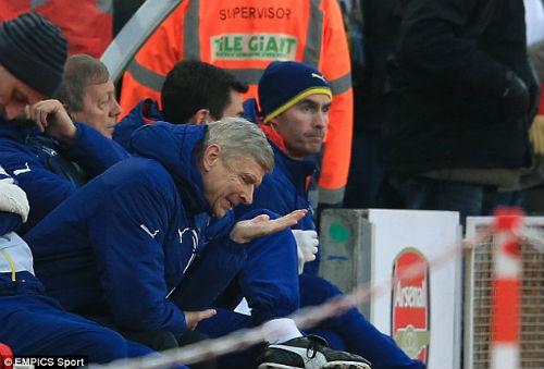 """Wenger thừa nhận Arsenal """"tự hại mình"""" trước Stoke - 1"""