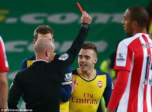 """Wenger thừa nhận Arsenal """"tự hại mình"""" trước Stoke - 2"""