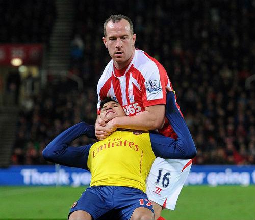 """Wenger thừa nhận Arsenal """"tự hại mình"""" trước Stoke - 3"""