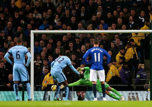 Man City áp sát Chelsea, Pellegrini mừng ra mặt - 1