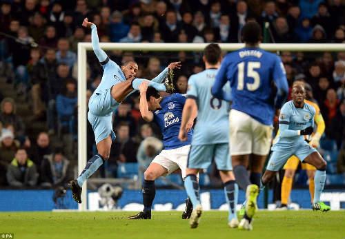 Man City áp sát Chelsea, Pellegrini mừng ra mặt - 3