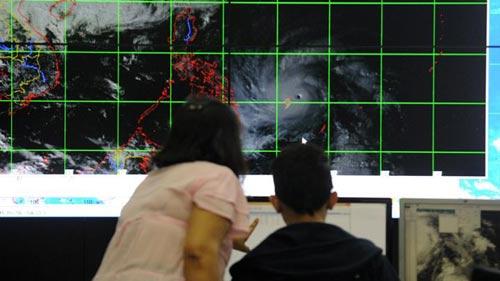 Bão Hagupit vào Philippines, gây mưa lớn phá hủy nhà cửa - 1