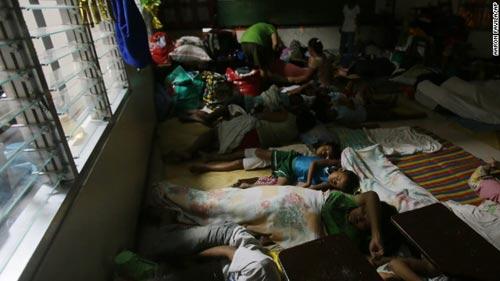 Bão Hagupit vào Philippines, gây mưa lớn phá hủy nhà cửa - 4