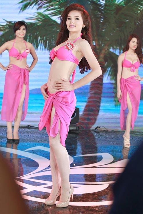 Vẻ đẹp tuổi 18 non tơ của tân Hoa hậu Việt Nam - 11