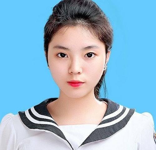 Vẻ đẹp tuổi 18 non tơ của tân Hoa hậu Việt Nam - 1