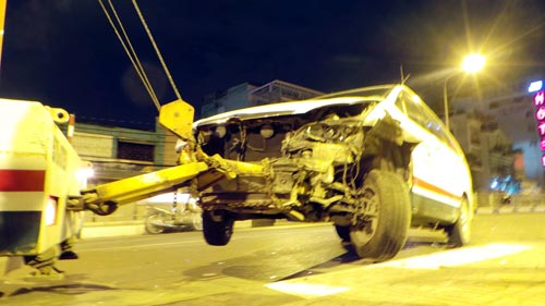 TPHCM: Sau va chạm xe, taxi suýt lao khỏi cầu Chữ Y - 2