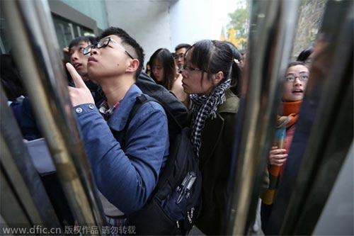 """Sinh viên Trung Quốc và giấc mơ """"bát cơm sắt"""" - 1"""
