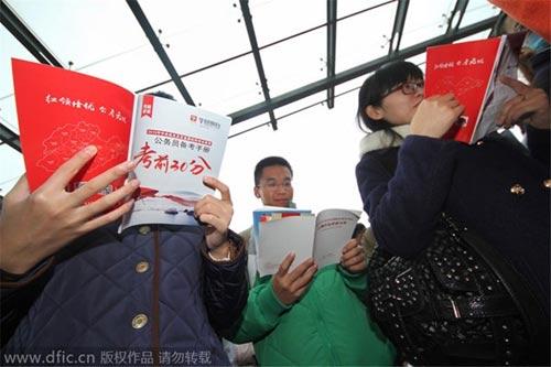 """Sinh viên Trung Quốc và giấc mơ """"bát cơm sắt"""" - 5"""