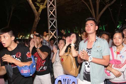 Võ đài Muay Thái ngoài trời thu hút hàng ngàn người xem - 4