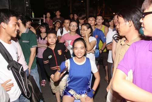 Võ đài Muay Thái ngoài trời thu hút hàng ngàn người xem - 9