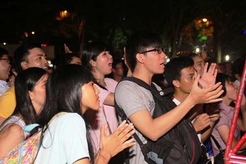 Võ đài Muay Thái ngoài trời thu hút hàng ngàn người xem - 5