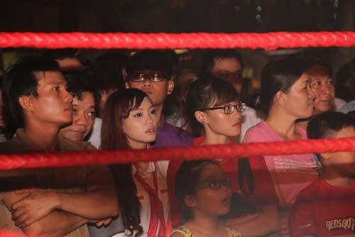 Võ đài Muay Thái ngoài trời thu hút hàng ngàn người xem - 2