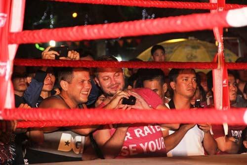 Võ đài Muay Thái ngoài trời thu hút hàng ngàn người xem - 11
