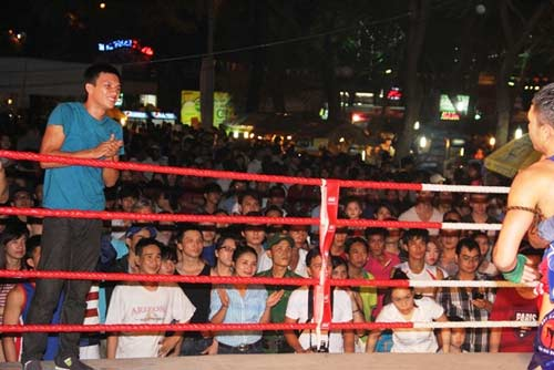 Võ đài Muay Thái ngoài trời thu hút hàng ngàn người xem - 12