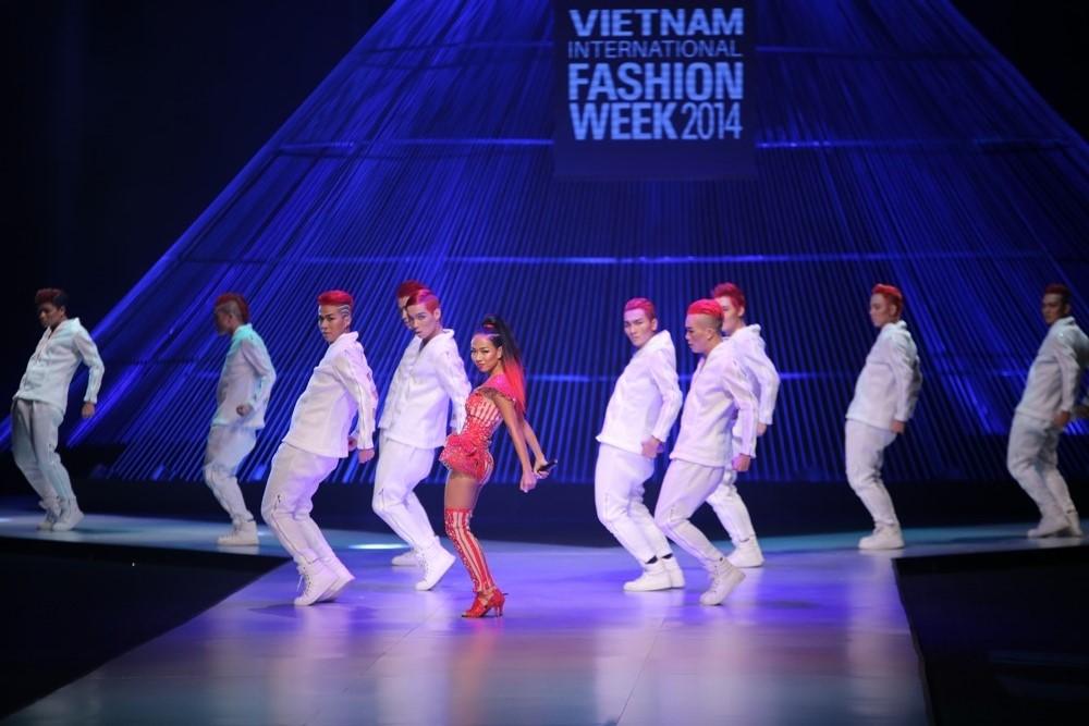 Kết màn hoàn hảo của Tuần lễ thời trang quốc tế VN - 3