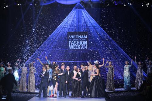 Kết màn hoàn hảo của Tuần lễ thời trang quốc tế VN - 1