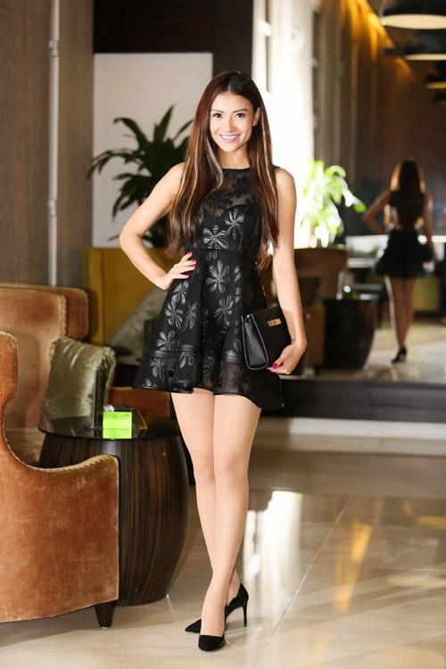 Hồng Quế khoe chân dài với váy ngắn giữa mùa đông - 2