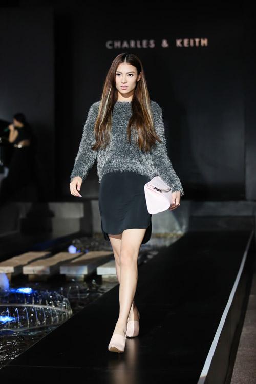 Hồng Quế khoe chân dài với váy ngắn giữa mùa đông - 8