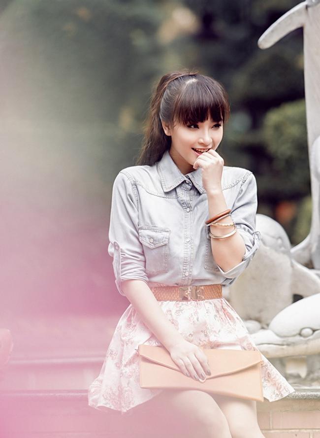 Cô rất nổi tiếng với bài hit Viên đá nhỏ và được yêu mến nhờ phong cách nữ tính, ngọt ngào.
