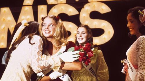 Góc khuất các cuộc thi hoa hậu trong 6 phim thú vị - 9