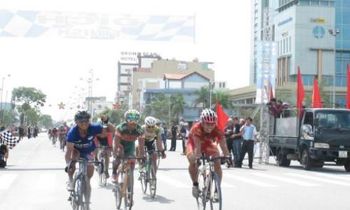 Chặng 5 cuộc đua xe đạp Xuyên Việt: Đỗ Tuấn Anh về nhất - 1