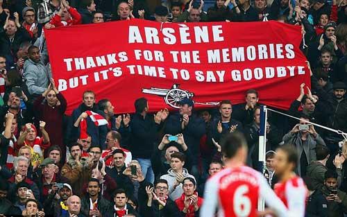 """CĐV Arsenal """"đón lõng"""" Wenger để mắng nhiếc - 1"""