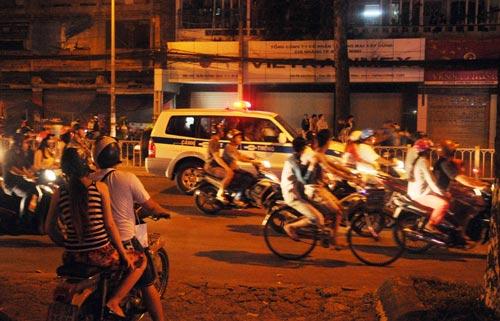 CĐV Sài Gòn đổ ra đường sau chiến thắng của tuyển VN - 8