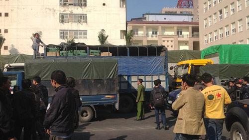 Bắt giữ 9 xe tải chở hàng lậu từ biên giới về Hà Nội - 4