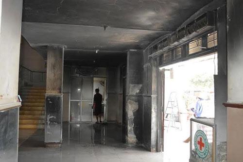 """Hiện trường vụ ném """"bom xăng"""" kinh hoàng tại ga Vinh - 6"""