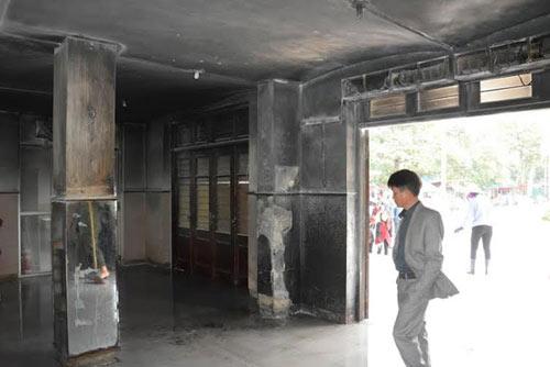 """Hiện trường vụ ném """"bom xăng"""" kinh hoàng tại ga Vinh - 7"""