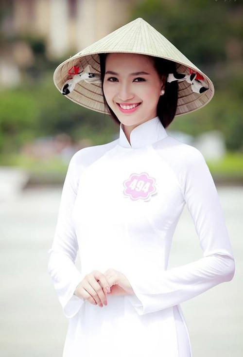 7 sự kiện làm dậy sóng dư luận của Hoa hậu VN 2014