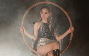 Minh Hằng khoe vũ đạo bắt mắt cùng vũ công nước ngoài