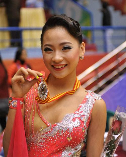 """""""Cô gái vàng dancesport"""" được phong kiện tướng quốc gia"""