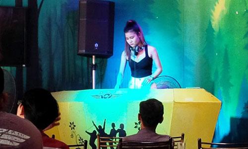 Cà phê ''độc'' ở Sài Gòn hút giới trẻ