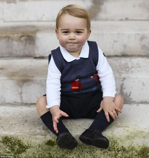 Vẻ đáng yêu của hoàng tử bé nước Anh