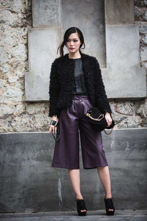 Hoa hậu Thùy Dung cá tính dạo bước trên phố Hà Nội - 1