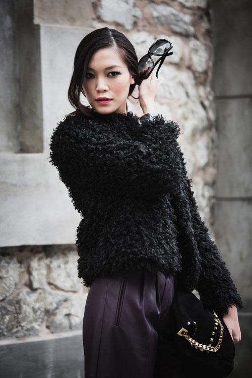 Hoa hậu Thùy Dung cá tính dạo bước trên phố Hà Nội - 4