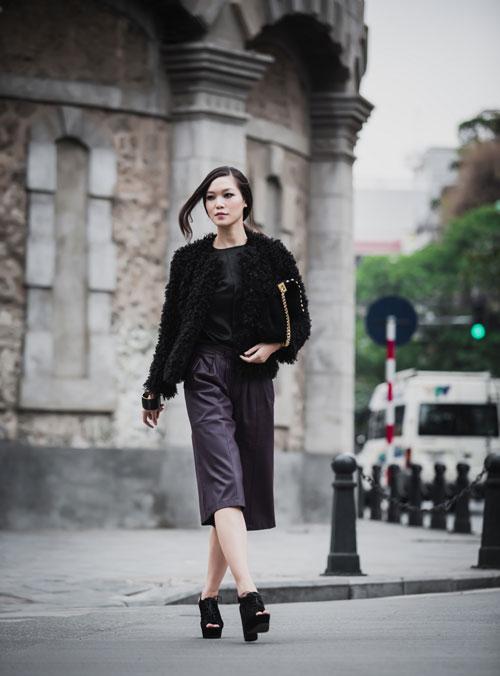 Hoa hậu Thùy Dung cá tính dạo bước trên phố Hà Nội - 5