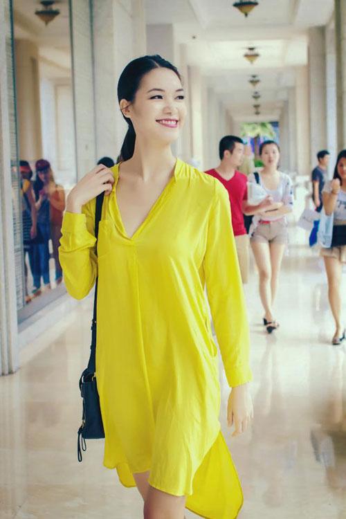 Hoa hậu Thùy Dung cá tính dạo bước trên phố Hà Nội - 7