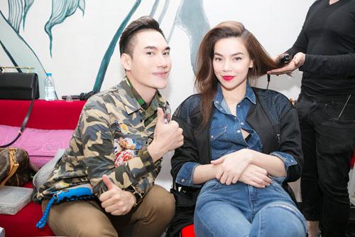 NTK Lý Quí Khánh quỳ gối sửa váy cho Hồ Ngọc Hà - 4