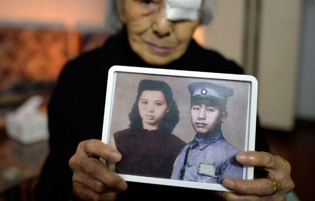 """Cụ bà 93 tuổi được """"đoàn tụ"""" với chồng sau 77 năm chờ đợi"""