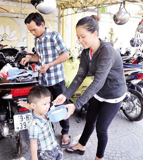 """Trải lòng của người chồng """"nhặt vợ"""" ở góc tối Sài Gòn"""