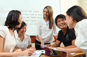Học bằng tiếng nước ngoài, thi bằng tiếng Việt