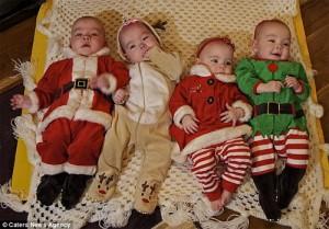 Giáng sinh kỳ diệu của bà mẹ hiếm muộn sinh tư