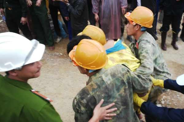 Tin tức trong ngày - Toàn bộ 12 công nhân đã ra khỏi hầm an toàn
